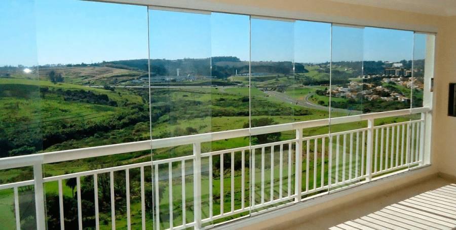 Fechar com vidros a sacada inclui autorização para modificar a sacada (piso, forro do teto, cor de pintura diferente das paredes externas do prédio)?
